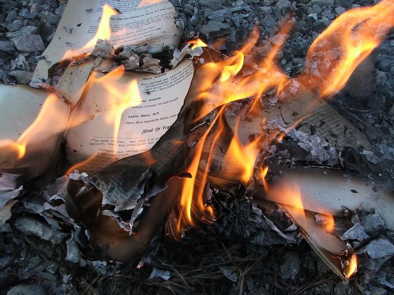 Bokbrenning for å skjule uønsket kunnskap blant befolkningen. Bilde: Wikipedia