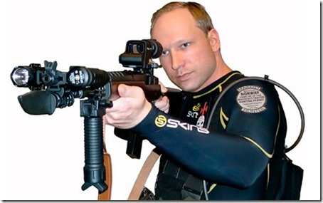 Breivik poserer med ruger-rifla