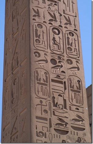 Luxor obeliskens hieroglyfer