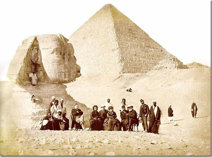 Sfinksen delvis begravd 2