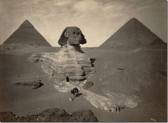 Sfinksen delvis begravd