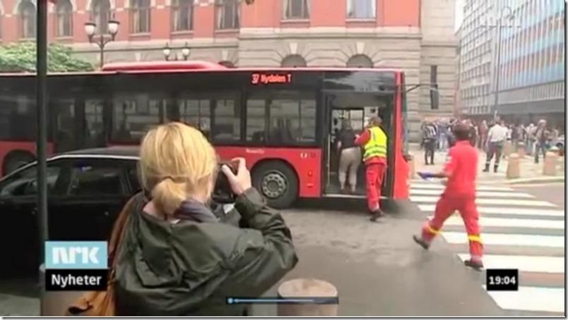 De skadde etter terrorbomben i Oslo fraktes vekk i rutebuss