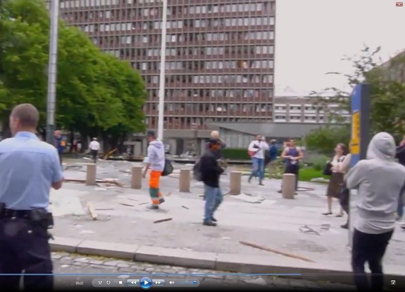 Sixpence-mannen-snur-ryggen-til-kameraet.jpg