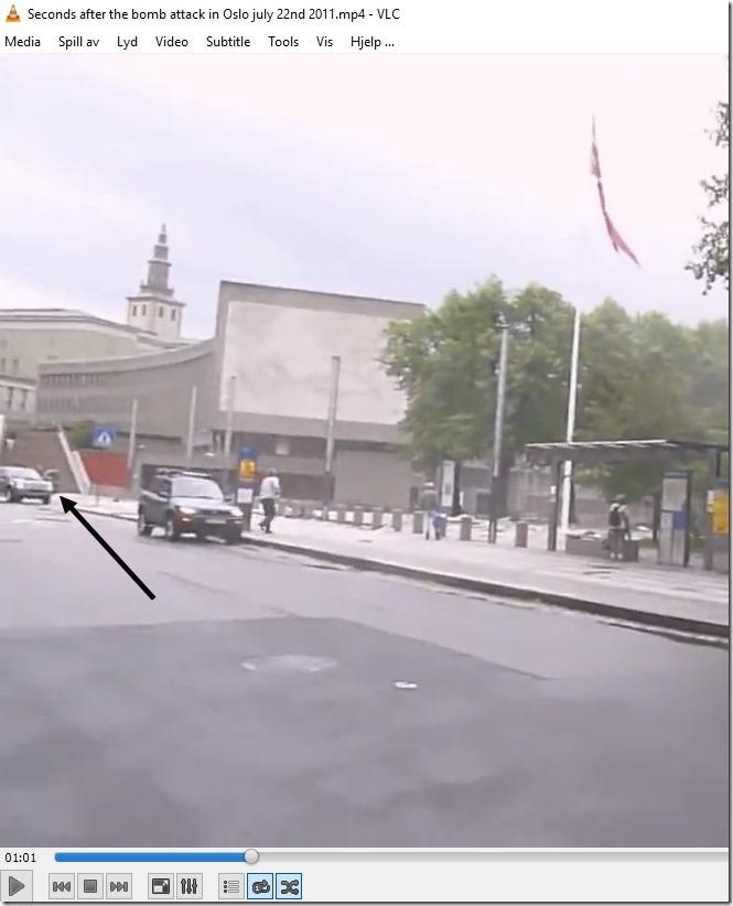 Johan Christian Tandberg ute av bilen utenfor Y-blokka