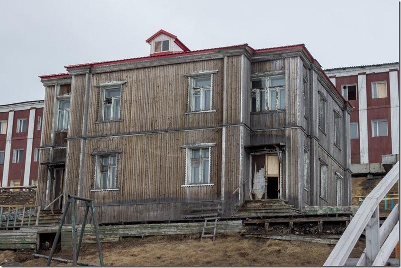 Gamle bygninger i Barentsburg (1 of 1)-2