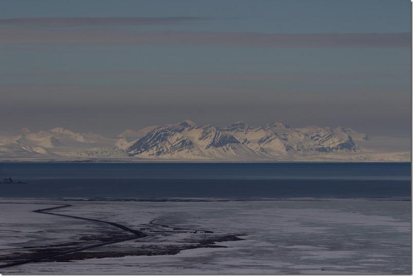 Kullkaia og isfjorden med fjell (1 of 1)